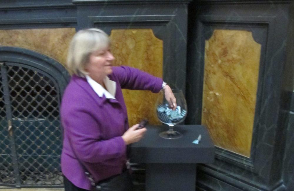 Dobitnica u nagradnoj igri povodom Dana Umjetničkog paviljona 2012.