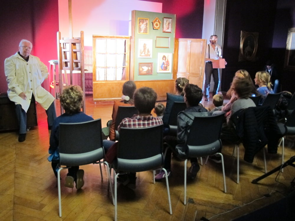 """Posjete grupa kazališnoj predstavi """"Slikareva ruka"""" i izložbi u Umjetničkom paviljonu"""