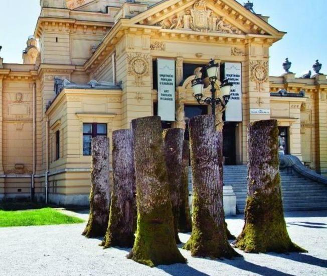<small> Ciklus Umjetnost ispred Umjetničkog paviljona </small> <br> <i> Slavomir Drinković: 2016. – 2021. / Sjećanje… </i>